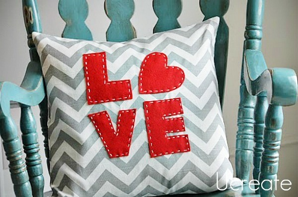love-252520pillow_thumb-25255B2-25255D
