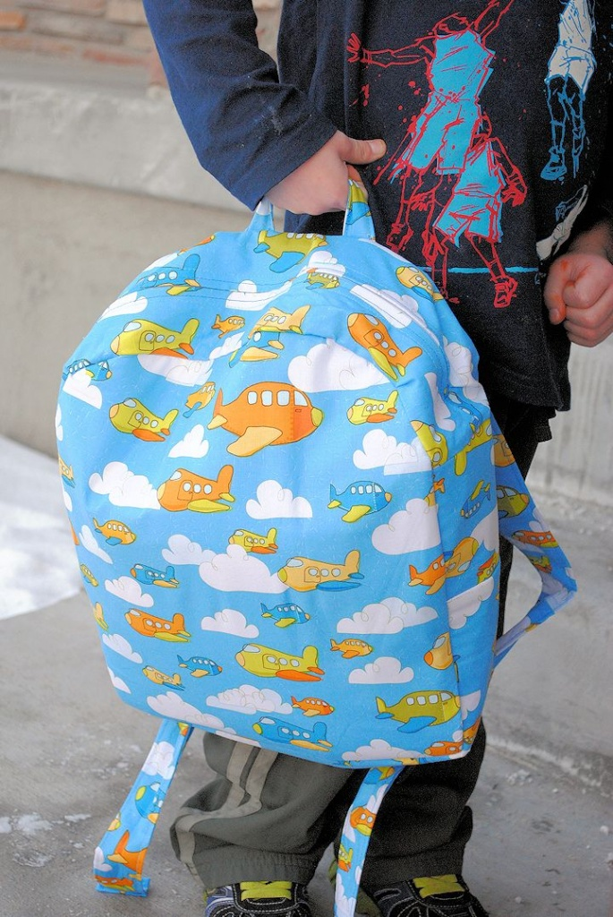 Toddlerbackpackhowto-685x1024