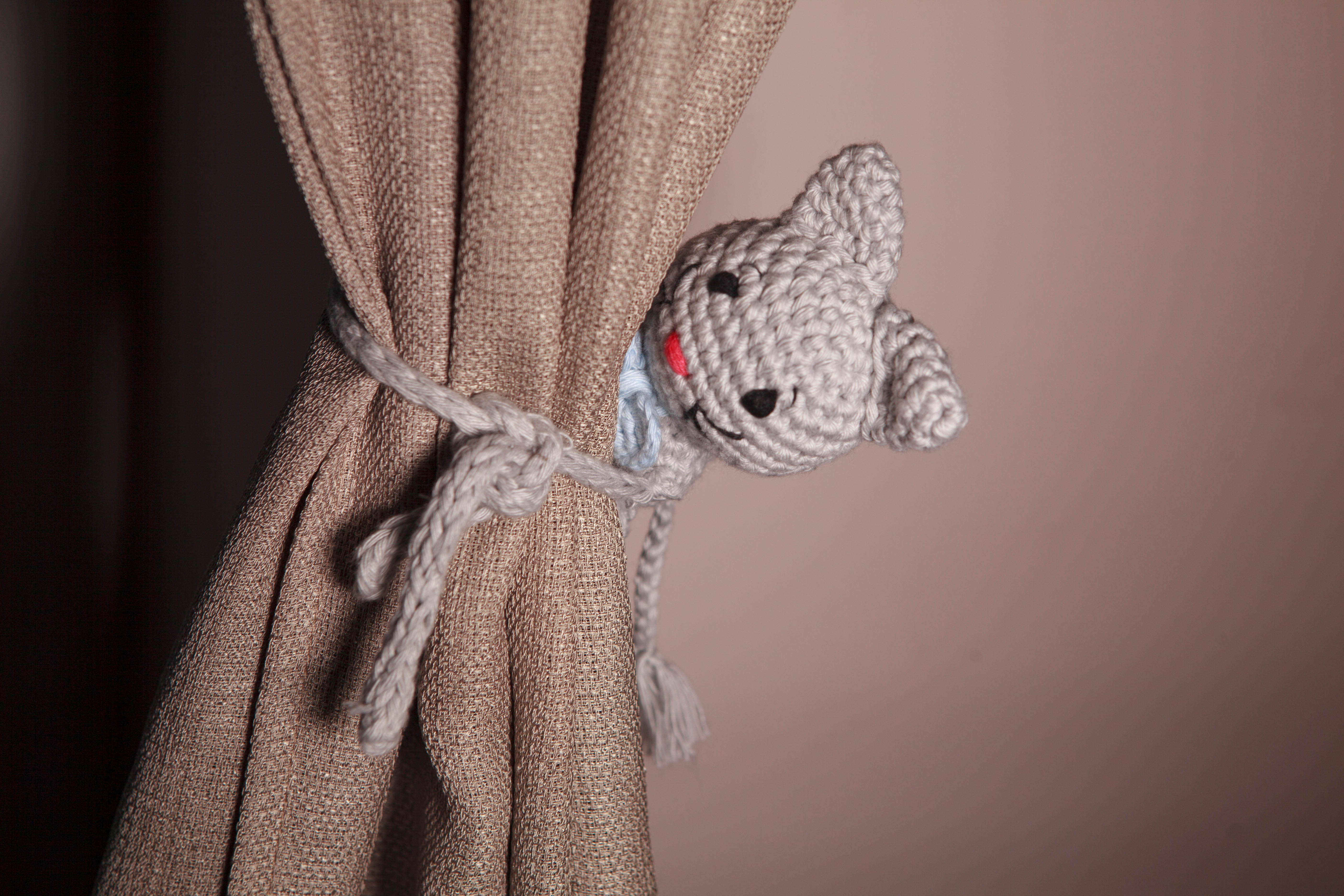 Uchwyt do zasłon na szydełku - mysz 2