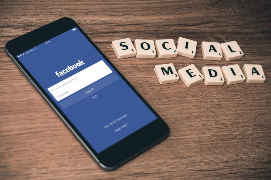 jak przedawać na facebooku